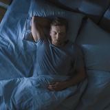 Suor noturno: o que fazer para um sono mais tranquilo